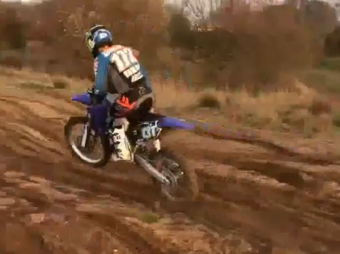 MB172 surfe en 250 YZ